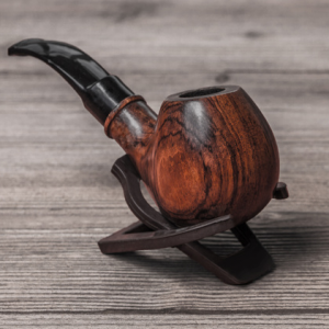 Online sale of pipes and accessories for smokers